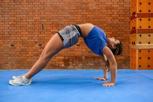 Une coach de Paris Cheer nous montre comment réaliser une bonne séance de stretching pour être aussi souple et tonique que les athlètes du club.