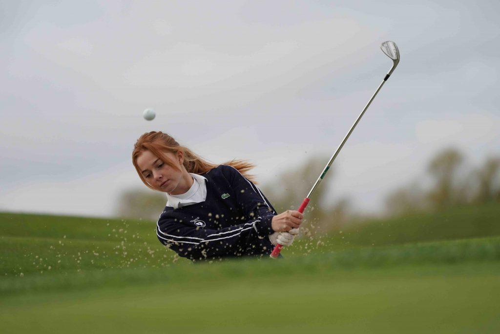 Pour mener à bien son double projet sportif et scolaire, Clémence Martin a fait confiance à Acadomia. Étudiante, golfeuse et bosseuse, voici son quotidien !