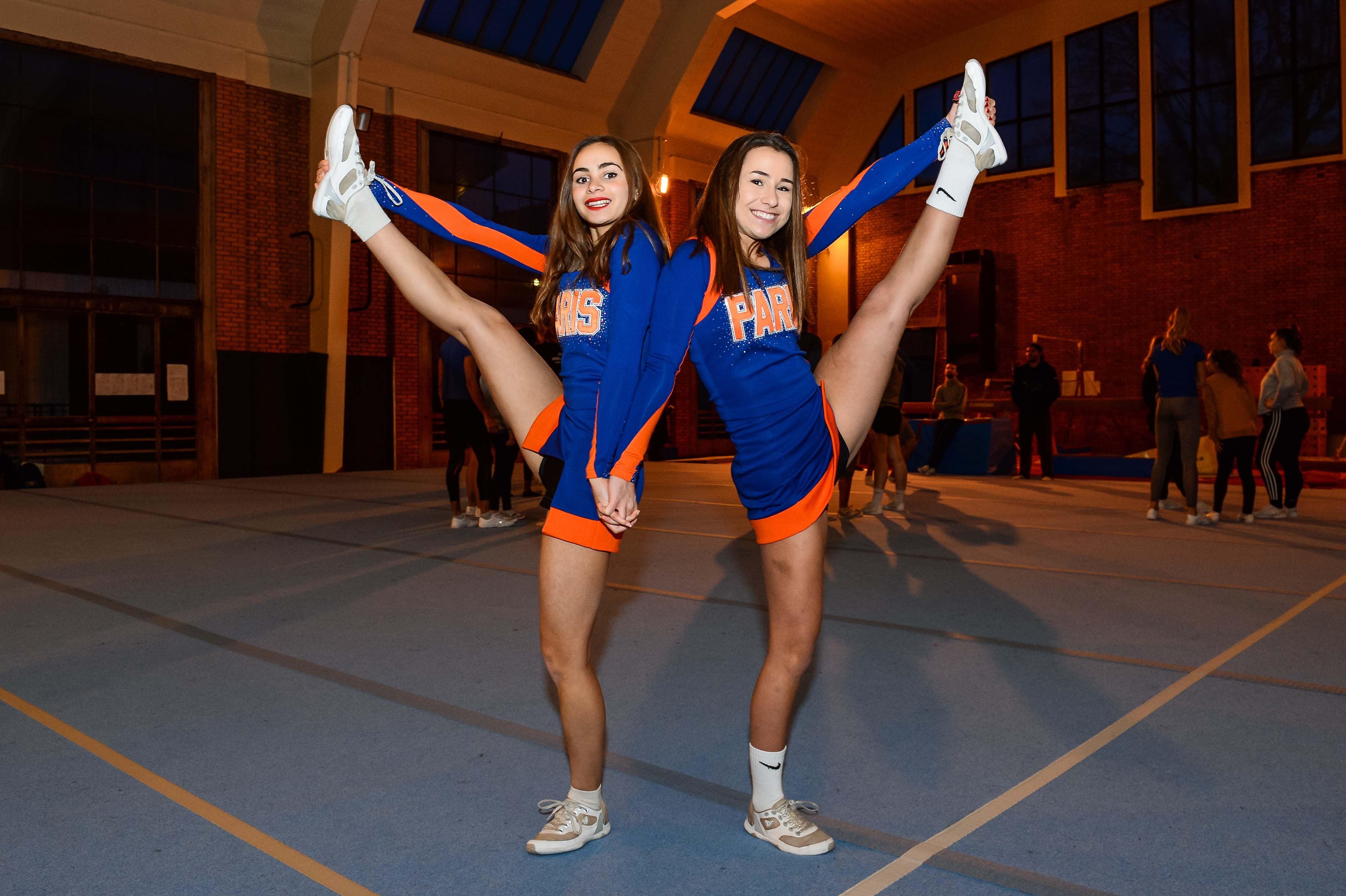 Nous avons infiltré Paris Cheer, le plus gros club de cheerleading de France, à la découverte d'une discipline mal connue, athlétique et très spectaculaire.