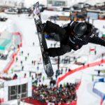 La Chinoise XuetongCaia remporté le globe de cristal en snowboard halfpipe, après la dernière étape de la Coupe du monde disputée cette nuit à Calgary.