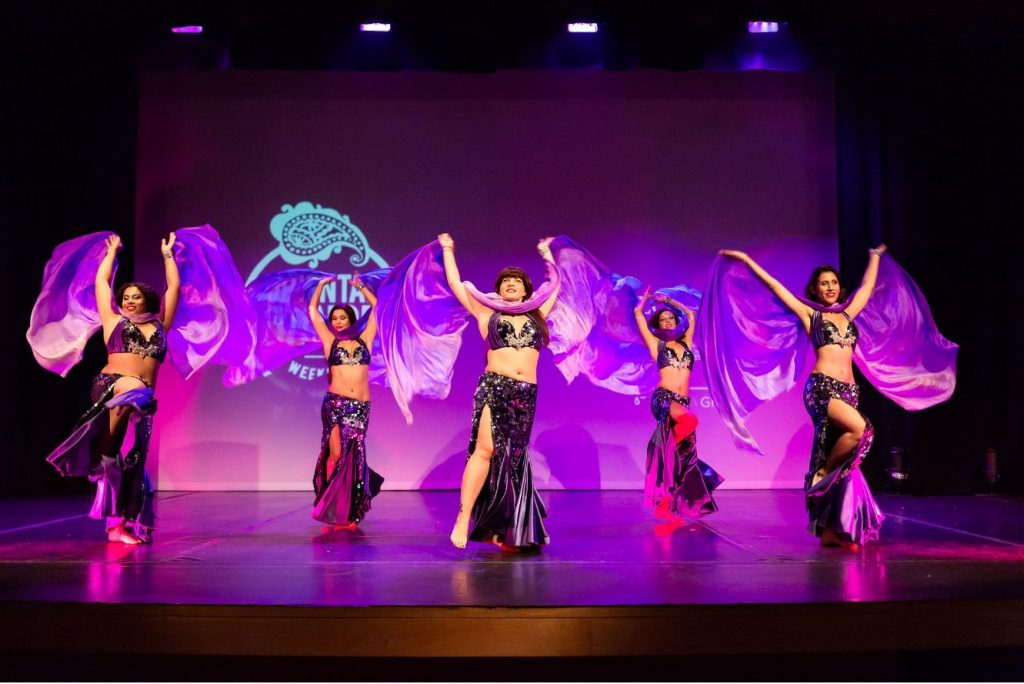 Des costumes de danse orientale expliqués par Ballet Daloua