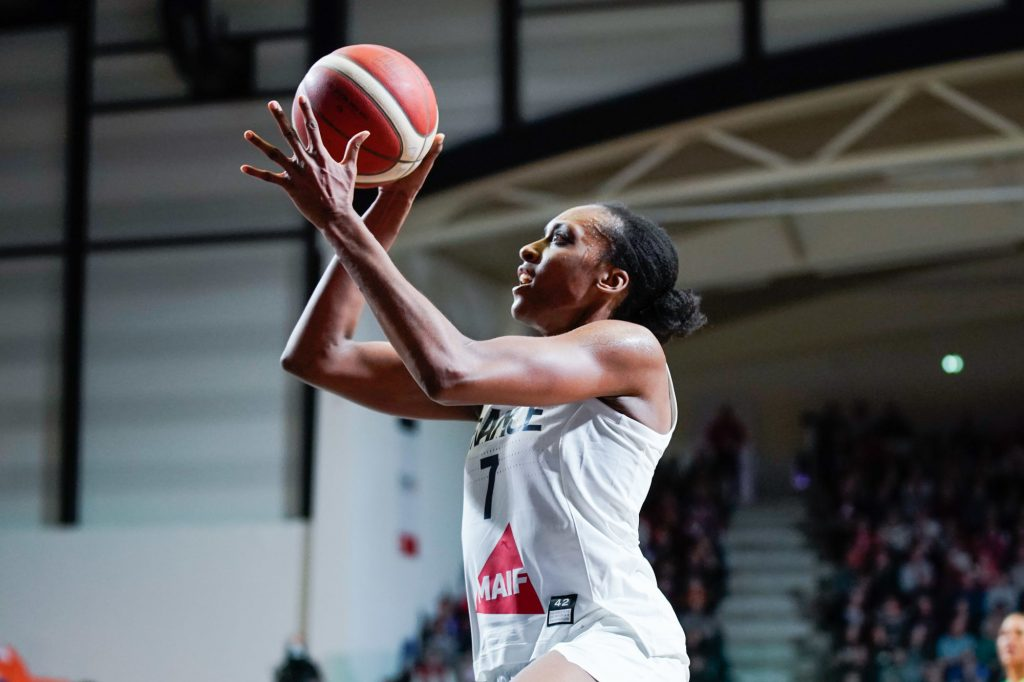 Basketball : Sandrine Gruda élue dans le cinq majeur de l'Euroligue