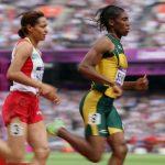 Découvrez l'incroyable histoire de Caster Semenya, l'athlète sud-africaine constamment discréditée en raison de son hyperandrogénie, devenue une icône !
