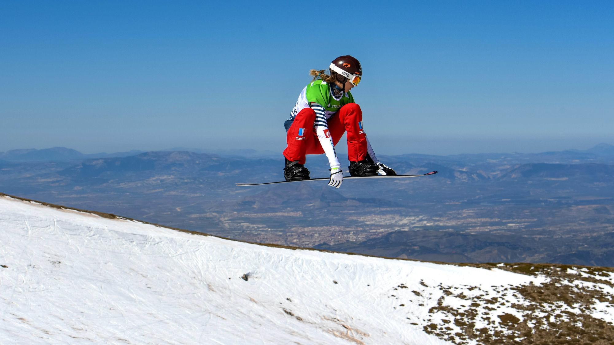 La snowboardeuse française Chloé Trespeuch nous dévoile son programme de renforcement musculaire pour tout le corps à réaliser pendant le confinement.