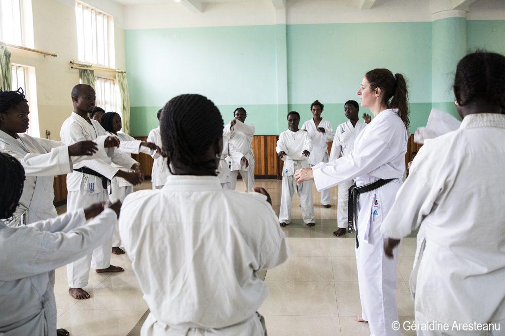 Le karaté pour reconstruire les femmes victimes de viols de guerre