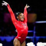 La gymnaste américaine Simone Biles s'est attaquée au «handstand challenge», un défi qui consiste à enlever son pantalon la tête en bas, sur les mains.