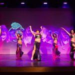 La danse orientale est une danse plus technique et codifiée que ce qu'on s'imagine ! Immersion dans un monde précis dans ses gestes et ses termes.