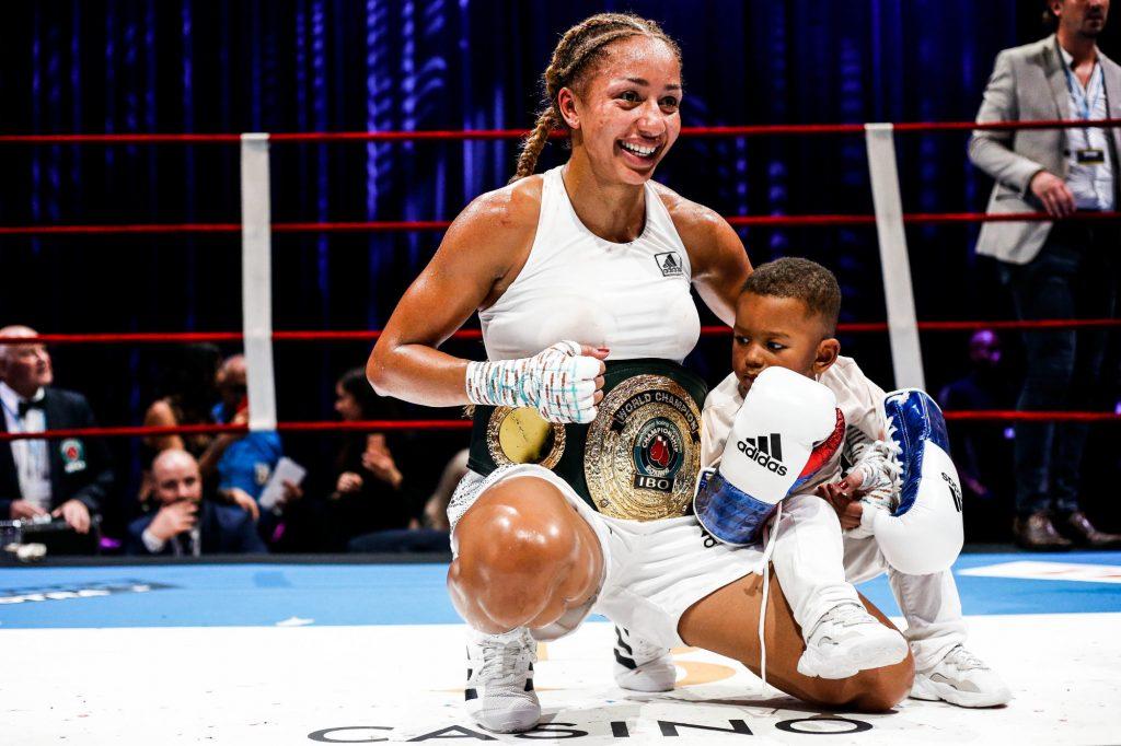 Baromètre (mai 2020) : Maman-championne adulée, Estelle Yoka-Mossely séduit la presse avec son bébé !