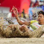 L'Allemande Malaika Mihambo, championne du monde du saut en longueur, va être coachée par Carl Lewis et Leroy Burrell, tandem d'entraîneurs prestigieux.