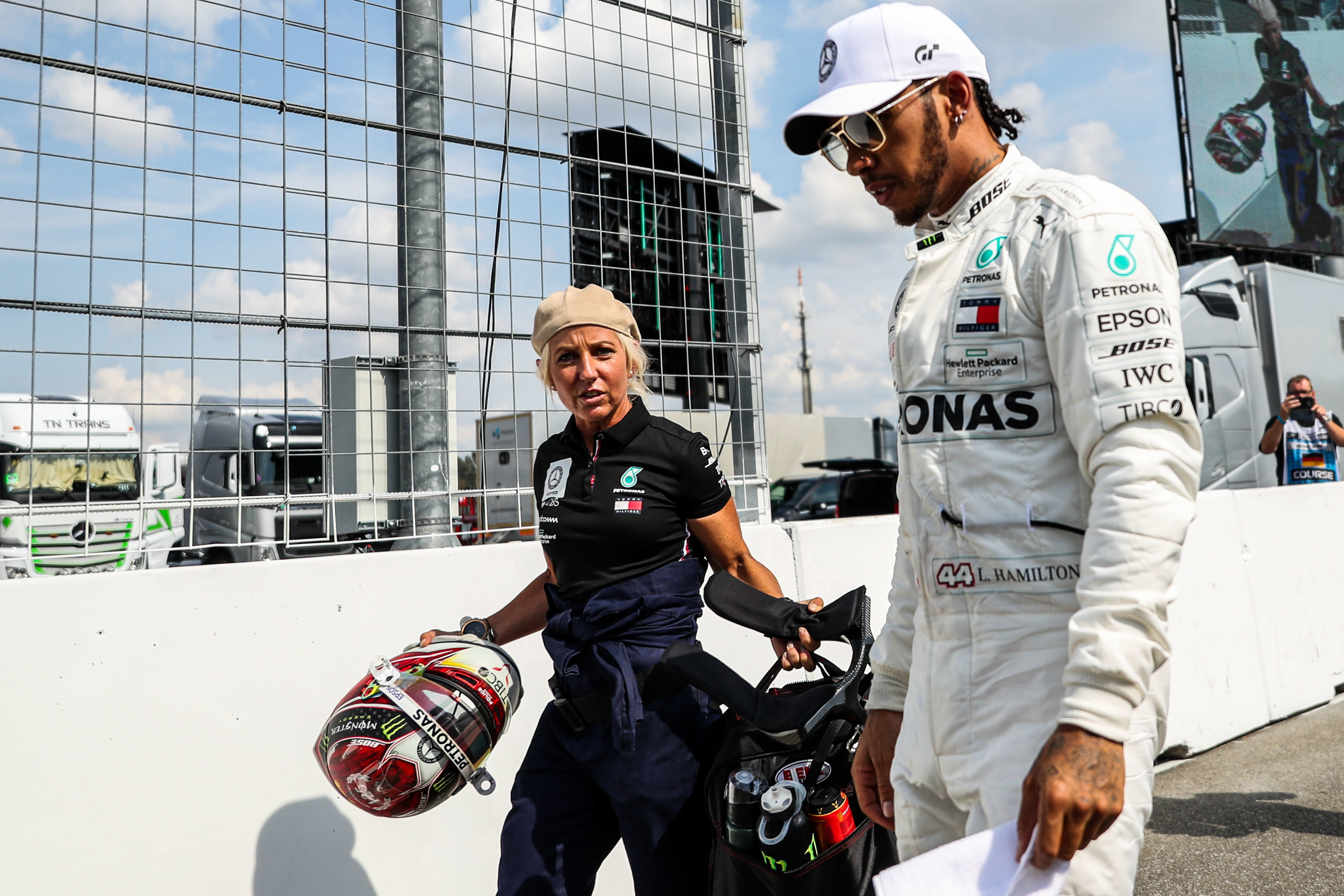 Quand on parle de sport automobile, on pense à des hommes. Pourtant, il s'agit d'un sport mixte. Rien n'empêche les femmes de rouler en Formule 1 (F1).