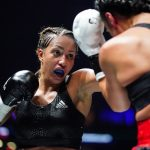 La boxeuse française Estelle Yoka-Mossely, qui s'est lancée chez les pros en 2018, a effectué un retour gagnant sur les rings vendredi, à Paris, après les quatre mois d'arrêt consécutifs à la naissance de son second enfant en mai dernier.