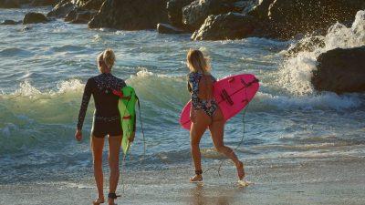 Emmanuelle & Uhaina Joly, surfeuses de mère en fille !