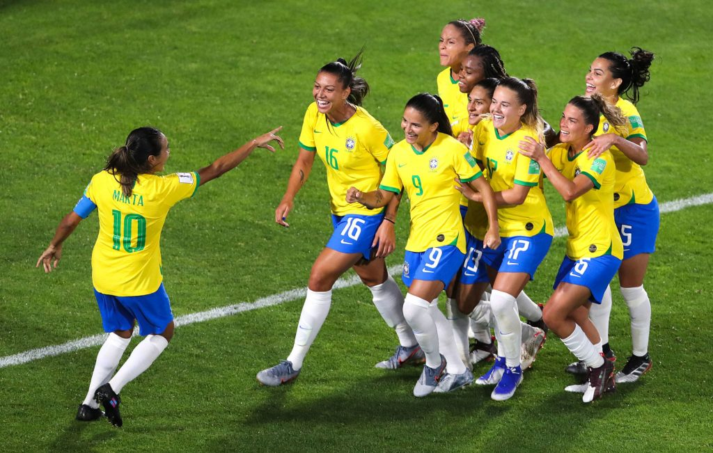 Football féminin : les Brésiliennes remportent le match de l'égalité salariale