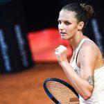 La Tchèque Karolina Pliskova, tenante du titre, s'est qualifiée pour la finale du tournoi WTA de Rome où elle tentera de conserver sa couronne face à la Roumaine Simona Halep.