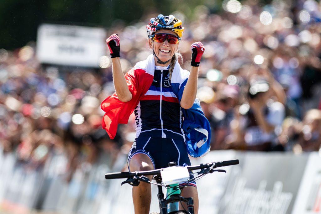 Pauline Ferrand-Prévot décroche le titre de championne d'Europe de VTT !
