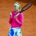 La Tchèque Petra Kvitova, N.11 mondiale, s'est qualifiée ce lundi pour les quarts-de-finale de Roland-Garros 2020 pour la première fois depuis huit ans ! Elle a en effet battu, en huitièmes, la Chinoise Shuai Zhang (39e) en deux sets 6-2, 6-4.