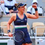 L'Argentine Nadia Podoroska, 131e joueuse mondiale, s'est qualifiée mardi pour les demi-finales de Roland-Garros 2020. Elle devient la première joueuse issue des qualifications à atteindre le dernier carré du Grand Chelem parisien.