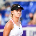 La Française Clara Burel, 19 ans, s'est qualifiée mercredi pour le 3e tour du tournoi de Roland-Garros 2020 en battant une autre jeune joueuse, la Slovène Kaja Juvan, en deux sets 7-6 (8-6), 6-2.