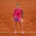 La favorite Simona Halep, N°2 mondiale, a été littéralement balayée en 8emes de finale de Roland-Garros 2020 dimanche par la jeune Iga Swiatek (6-1, 6-2).