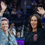 La célèbre footballeuse américaine Megan Rapinoe et sa compagne, la basketteuse Sue Bird, ont annoncé publiquement leurs fiançailles ce samedi.