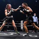 Nouvelle victoire pour la boxeuse française Estelle Yoka-Mossely vendredi soir, à Nantes, face à sa compatriote Emma Gongora.