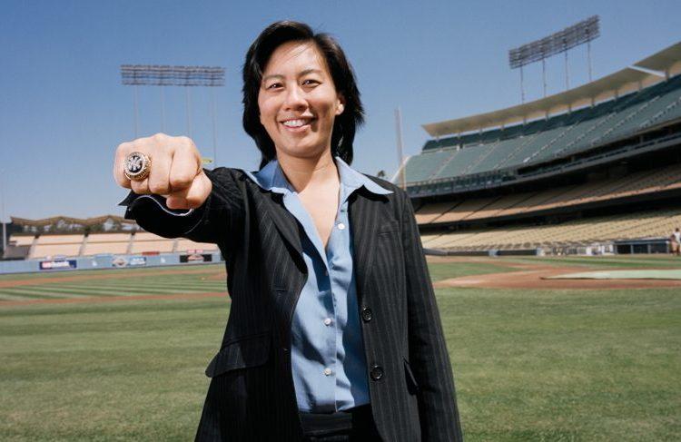 Kim Ng, première femme nommée manager d'une équipe de baseball en MLB