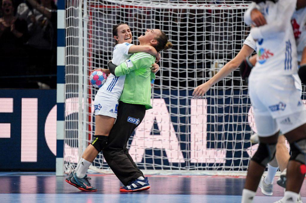La France s'apprête à remettre en jeu son titre continental à l'Euro-2020 de handball. Entretien avec la gardienne des Bleues, Laura Glauser.