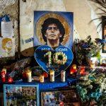 Ce week-end, une joueuse de football espagnole s'est distinguée par un geste fort : celui de tourner le dos à Diego Maradona décédé mercredi.