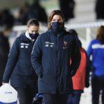 Corinne Diacre, sélectionneure de l'Équipe de France de football, a défendu en conférence de presse sa place et son bilan à la tête des Bleues
