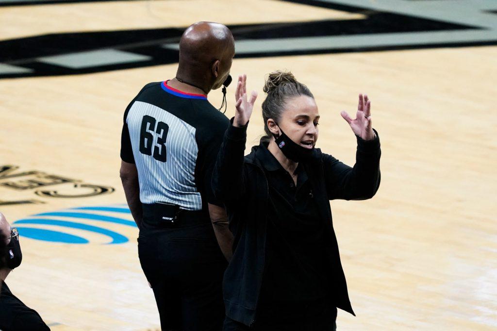 Moment d'histoire : Becky Hammon, première femme coach en NBA