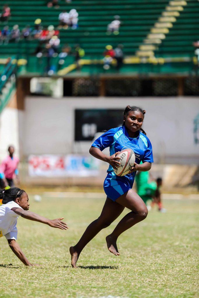Depuis quelques années, Madagascar utilise le sport, et plus précisément la pratique du rugby, au service de l'éducation de sa jeunesse.