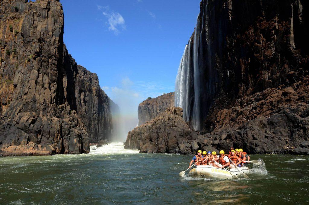 Sport, plaisir et découverte. Rafting, escalade, randonnée, kitesurf, plongée : top 5 des destinations pour un voyage sportif en Afrique.