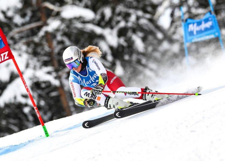 Mondiaux ski, descente : Corinne Suter au sommet devant Kira Weidle